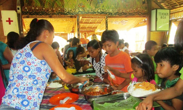 The kids enjoy the nutritious meal prepared by the volunteer parents during the meet-and-greet for the opening of BoB's second term last October 3.